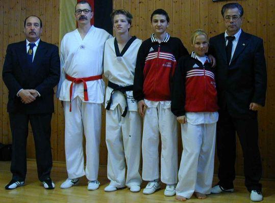 …und noch vier Dan-Absolventen im Jahr 2001