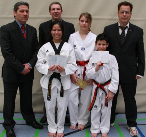 Unsere Dan Absolventen im April 2008
