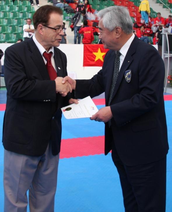 """Wolfgang Brückel """"Best Referee"""" auf der Poomsae WM 2012"""